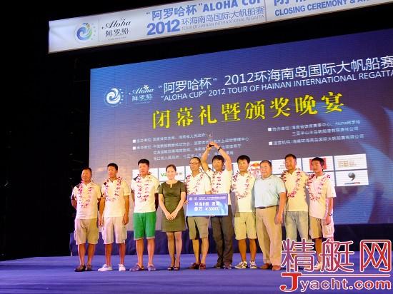 三亚市人大常委会副主任邢孔祥先生;海南边防总队海警二支队陈平先生.