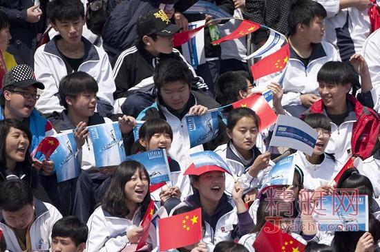 极限帆船赛青岛站第二天中国之队惊险后给观众惊喜