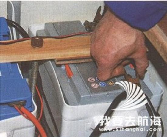 电路      取得一张船舶的电路图来帮助你定位所有