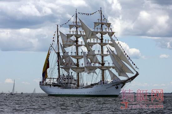 """哥伦比亚仿古帆船""""光荣号""""首度到访香港"""