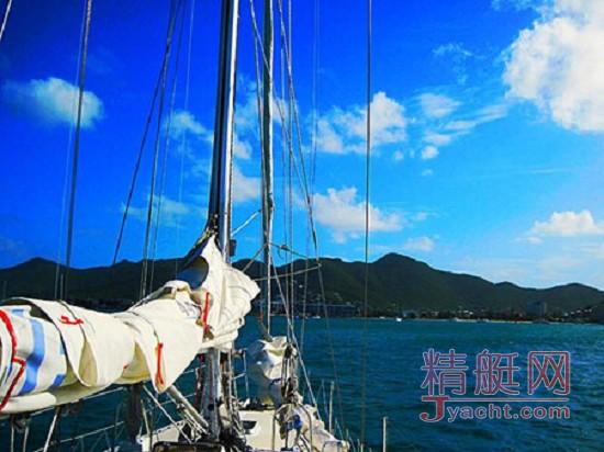 """乘坐他人帆船出航时的10件个人""""航海必需品"""""""