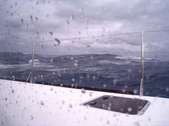 太平洋上遭遇風暴