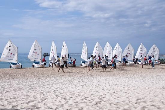半山半岛国际帆船学校新增帆板学习班