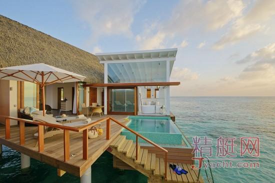 马尔代夫坎多卢岛度假酒店——玻璃水上的别墅