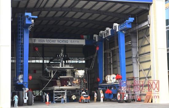 中国游艇维修里程碑丨三亚鸿洲卡纳游艇维修及翻新服务中心(VTY)顺利更换MCY 76发动机