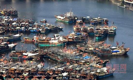 三亚港渔船搬迁倒计时  鸿洲游艇码头硬伤即将化解