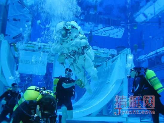 壁纸 海底 海底世界 海洋馆 水族馆 550_412