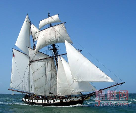 带顶帆和船首桅帆的多桅帆船