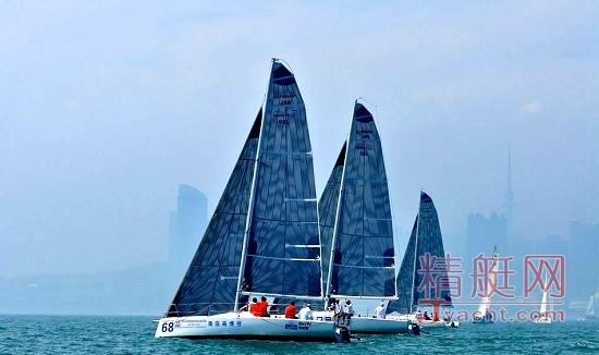 青岛国际帆船赛杨帆 多国高手逐浪浮山湾