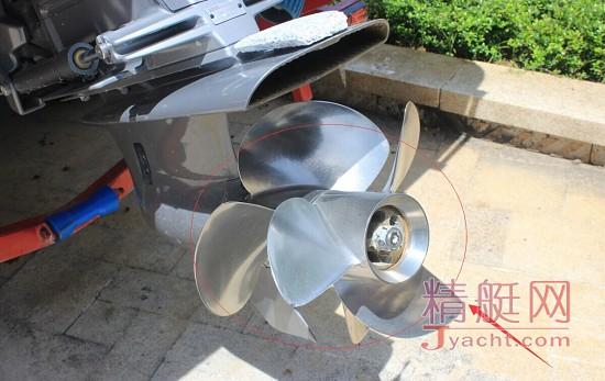 三叶不锈钢材质螺旋桨被应用在快艇中图片
