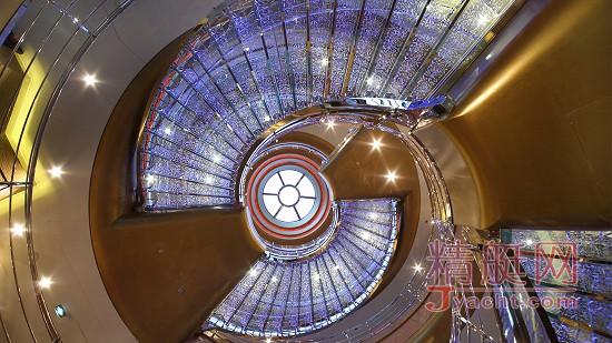 酷(xuan)炫(fu)|超级游艇上最具特色的楼梯