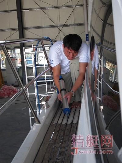 游艇柚木地板填缝胶更换技术