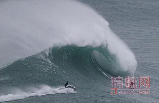 我可是看过大风大浪的人:酷炫!葡萄牙冲浪者