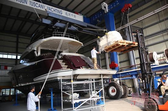 2015年3月18日是中国游艇维修领域的一个里程碑,三亚鸿洲卡纳游艇维修及翻新服务中心顺利完成了一个极具挑战的大项目――MCY(蒙地卡罗游艇)76发动机更换