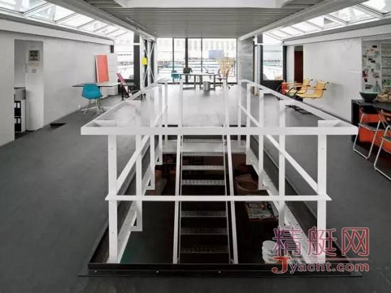 他把一艘报废的渡船,改造成世界上顶级的建筑师之家