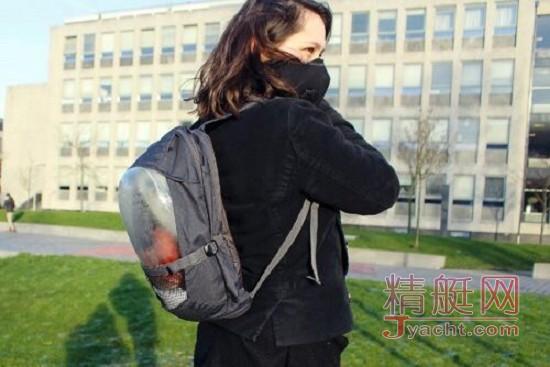 荷兰5名大学生发明植物背囊对抗空气污染
