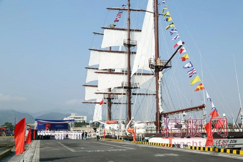 越南海军将最现代的训练帆船投入使用