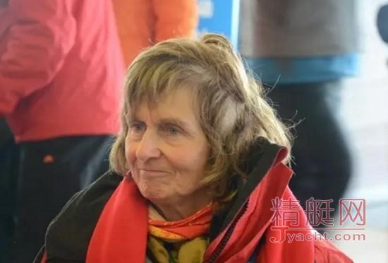 """69岁""""老""""奶奶征服大海 参加全赛段环球帆船赛"""