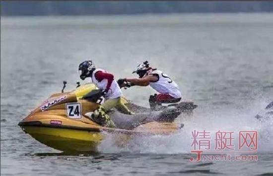 驾驶摩托艇的技巧和注意事项