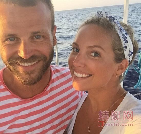 """双双辞职的英国新婚夫妇查理・史密斯和丈夫""""史密斯船长""""卖房 买船航海环游世界"""