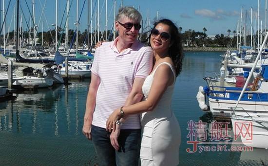 万金玉和瑞典籍丈夫若赋驾帆船横渡太平洋
