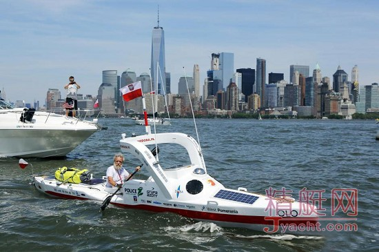 波兰七旬老翁划皮划艇跨大西洋庆生