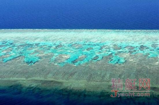 航拍美丽的中国南沙岛礁