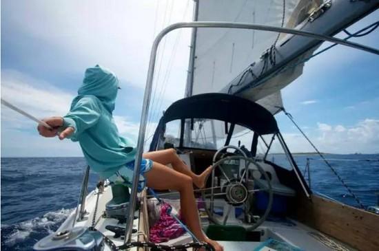 一条船,一只猫,她在海上漂了10年,成了最美船长