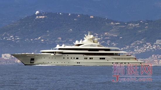据悉船东为俄罗斯亿万富豪Alisher Usmanov,他已有一艘2008年交付的110米超级游艇Dilbar,现已改名为Ona,这艘艇也是由德国船厂Lürssen建造
