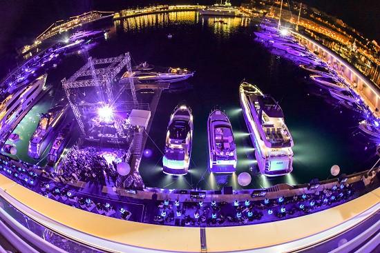 """摩纳哥游艇会(Yacht Club de Monaco)和法拉帝集团(Ferretti Group)携手呈现艾尔顿・约翰(Elton John)爵士""""蓝色精彩(Blue wonderful)""""音乐会"""