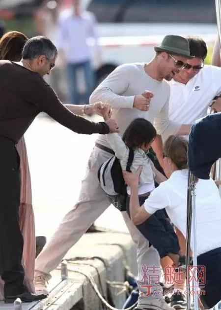 皮特(Brad Pitt)朱莉(Angelina Jolie)温馨的游艇生活 | 曾经拥有