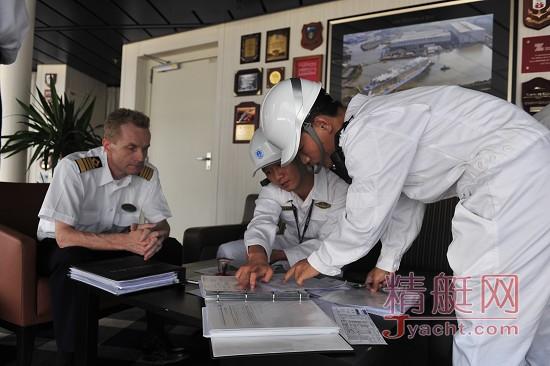 """三亚海事局全力保障亚洲最大邮轮""""海洋赞礼""""到访三亚港"""