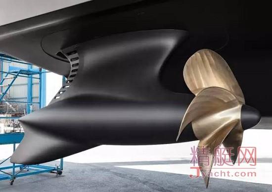 由Azimut-Benetti Group(阿兹慕-贝尼蒂集团)与劳斯莱斯合作开发创新的碳纤维推进系统Azipull Carbon 65(AZP C65)