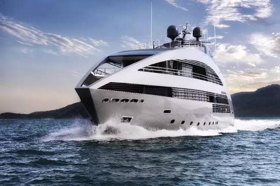 由Norman Foster勋爵设计的Ocean Emerald也将参加本次游艇展