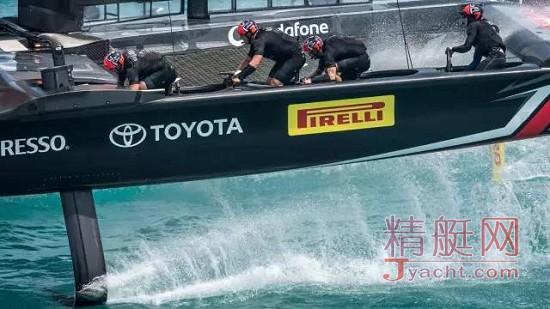 新西兰酋长队(Emirates Team New Zealand)以7比1的绝对优势击败美国甲骨文队(Oracle Team USA),最终赢得第35届美洲杯帆船赛(35th America's Cup )