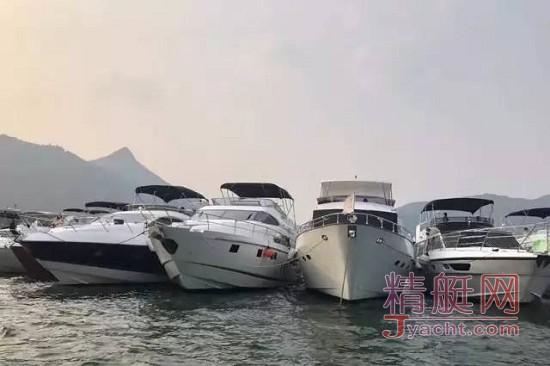 12艘艇排成一行 | 香港游艇派对