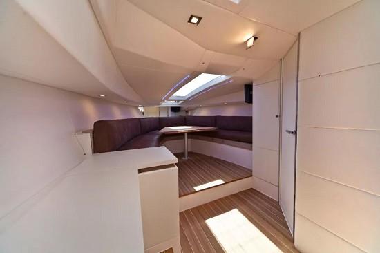海南星瀚游艇发展有限公司正式引进意大利贵族游艇品牌Rio Yachts(瑞蒂奥)
