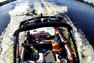 青春、狂野、精致,就不老少咸宜 - 新玩法滑水艇