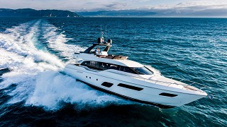 Ferretti Yachts 700