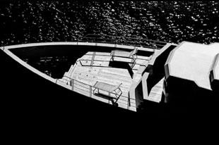 可以上战场伪装军舰的豪华游艇 快给我军来一打