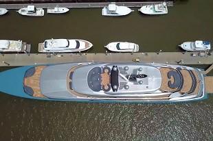 """这水质是真不太好 这""""蓝""""艇是真漂亮"""
