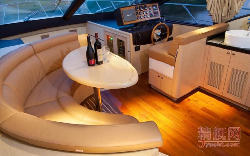 凤鸟82英尺游艇