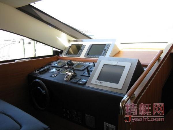 Aicon 85 Flybridge Aicon 85 Flybridge